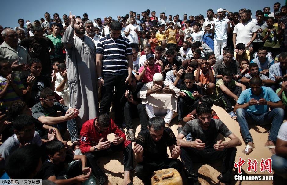 哈马斯军事首脑妻儿被炸死 民众游行呼吁反击(高清组图)