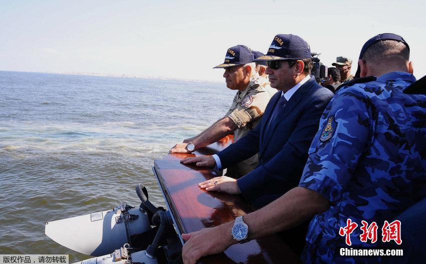 埃及总统参加海军军演 黑超西服出场超霸气(高清组图)