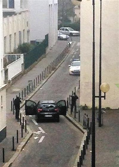 法杂志社遭恐袭至少12人死亡 记者被点名射杀(图)