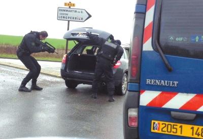 法国警方用指纹和DNA确认恐袭嫌犯身份(图)