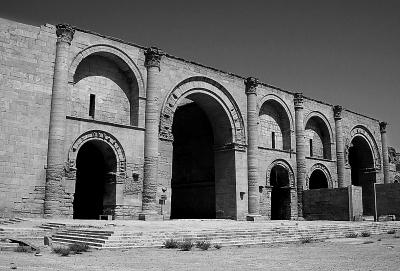 极端组织又毁世界遗产哈特拉古城 用炸药炸毁遗址和文物 国际观察