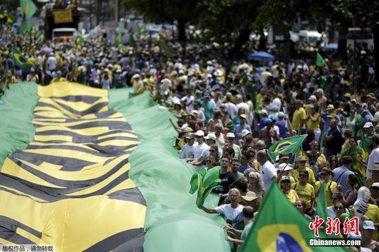 巴西爆发大规模示威 民众要求总统罗塞夫下台(组图)