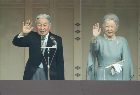 日本天皇82岁生日接受2.7万人朝贺 称心系受灾百姓(组图)