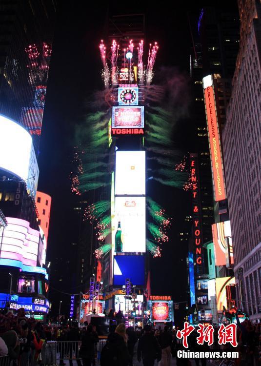 纽约时报广场新年夜百万人狂欢迎接2016(组图)
