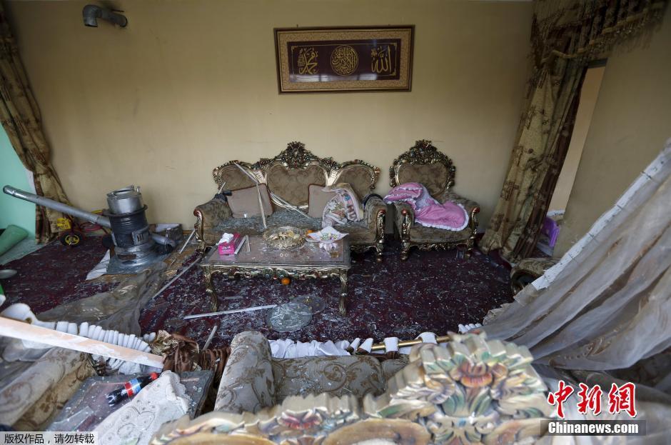 阿富汗首都一法国餐厅遭炸弹袭击(组图)