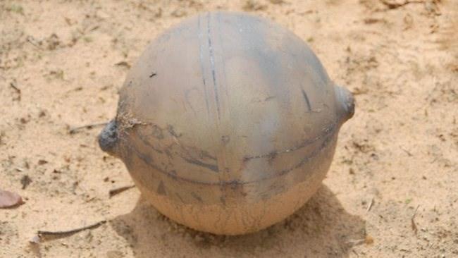 越南天空传巨响 突降两枚印有文字神秘球体(组图)