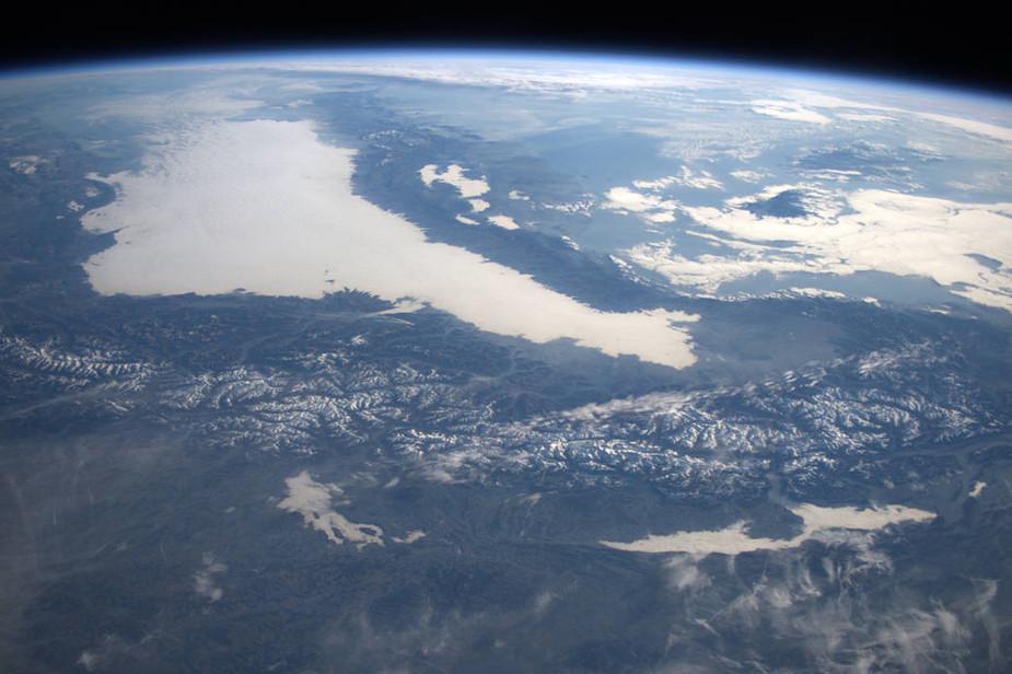 太空俯拍阿尔卑斯山:暖冬致白雪减少 山景仍壮观
