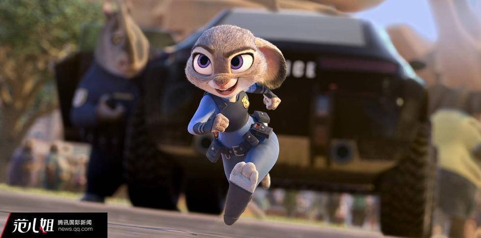 在刷爆朋友圈的迪斯尼动画片《疯狂动物城》中,主角兔朱迪有一份特殊的职业:女警官。这只勇敢的兔子在大型食肉动物占据主导地位的警察局里闯出了自己的一片天,而现实中的美国女警察群体也有着兔朱迪的影子:为了克服固有印象,她们往往要付出更多。(独家稿件,不得转载。更多精彩内容,请关注腾讯新闻国际频道微信公众号糖醋国际。)