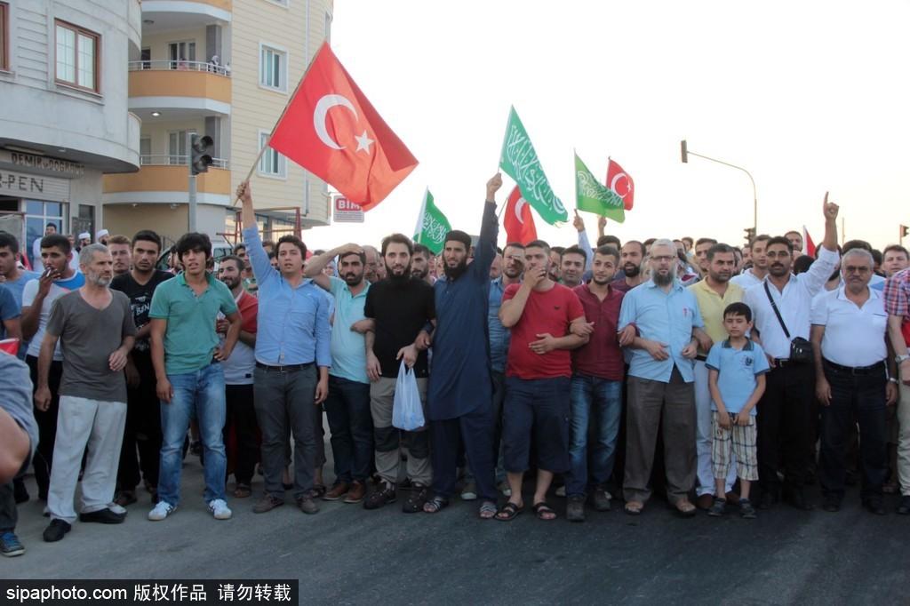 土耳其亚达那反美抗议 强烈要求引渡居伦