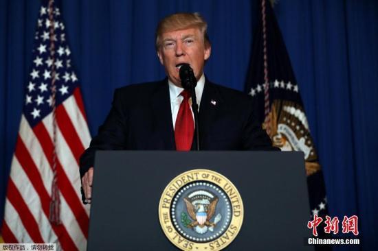 """美國總統特朗普隨後就此次空襲發表講話,稱""""攸關國家安全利益""""。敘利亞國家電視台則回應稱:這是美國的""""侵略攻擊""""。"""