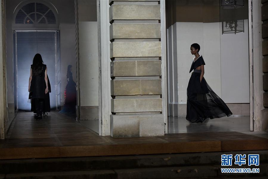 (國際)(1)巴黎時裝周:紀梵希發布春夏高級定製新品