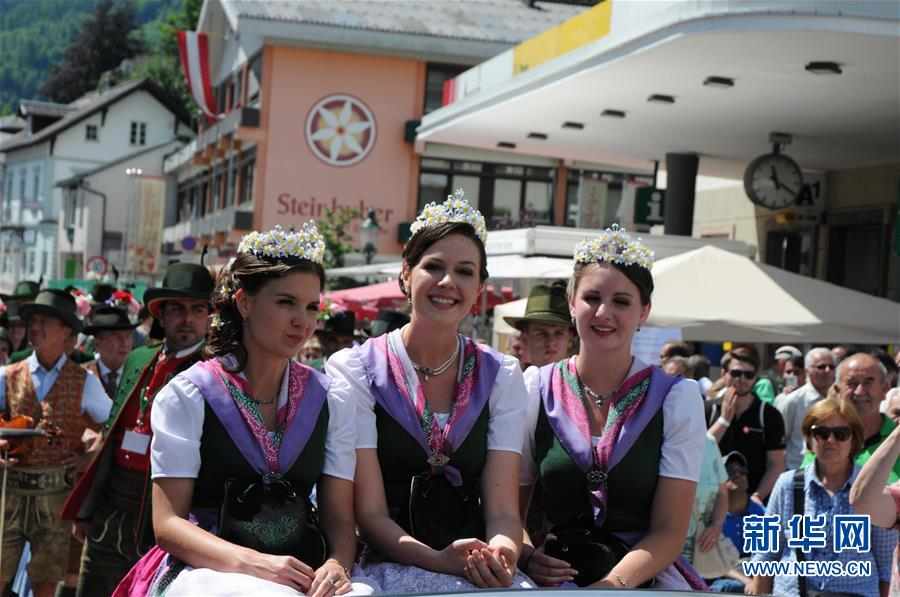 (XHDW)(1)奧地利水仙花節舉行巡遊活動