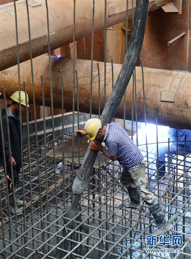 (國際·圖文互動)(1)中老鐵路跨湄公河特大橋主橋基礎施工全面完成