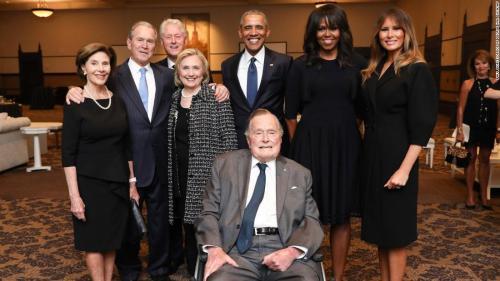 奥巴马悼念老布什:美国失去一个爱国者和谦虚公仆图片
